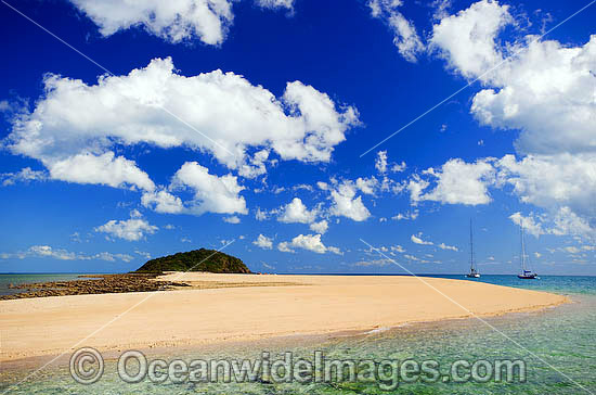 Seascape - Langford Spit and Hillock. Whitsunday Islands, Queensland, Australia Photo - Gary Bell