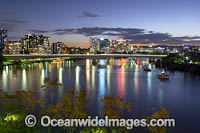Brisbane city river Photo - Gary Bell