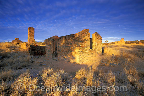 Old miners cottage. Artlunga, Central Australia Photo - Gary Bell