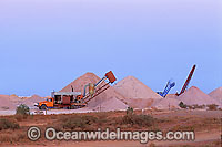Mining for opals Coober Pedy Photo - Gary Bell