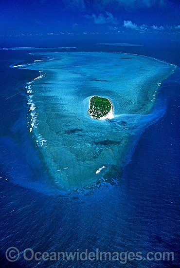 Aerial view of Heron Island and surrounding coral reef. Southern Great Barrier Reef, Queensland, Australia